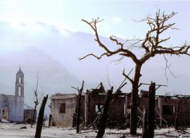 Маленькая деревушка, уничтоженная вулканом Эль-Чичон.